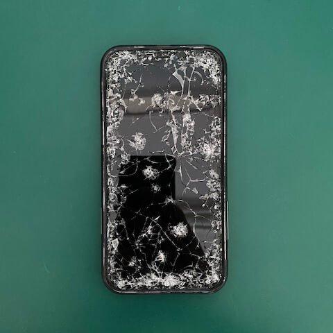 溫小姐 iPhone 螢幕破裂