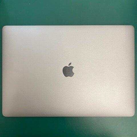 周小姐 Macbook Pro 無法開機