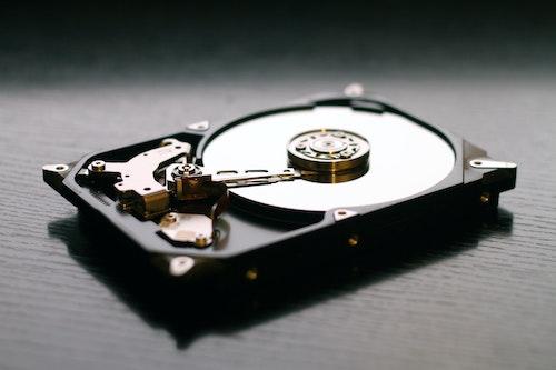 硬碟內部構造是機械結構可以檢測硬碟健康狀況