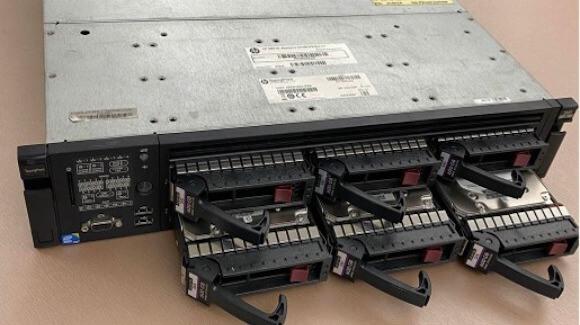 RAID是許多硬碟組成一個大容量儲存空間